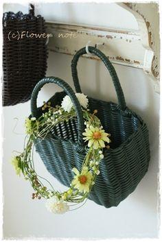 Wicker Baskets, Straw Bag, Flowers, Bags, Decor, Handbags, Decoration, Decorating, Royal Icing Flowers