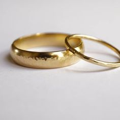Wedding Rings Sets His And Hers, Wedding Ring For Him, Simple Wedding Bands, Wedding Rings Sets Gold, Matching Wedding Rings, Wedding Band Sets, Womens Wedding Bands, Wedding Rings Vintage, Traditional Wedding Rings