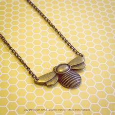 Colar Abelha Bronze. #necklace #bee #colares #acessorios  www.lacosdefilo.com