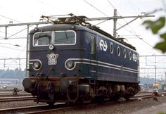 NS 1100 series Netherlands, based on French Alstohm locs. In service from 1950 till 1999 By Train, Train Car, Train Travel, Electric Locomotive, Diesel Locomotive, Locs, Trans Siberian Railway, Rail Transport, Old Trains