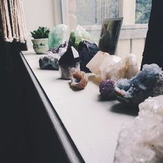 I am an avid lover of crystals and their energies and benefits. So here is a small guide to charging and cleansing your crystals. Crystal Magic, Crystal Healing, Crystals And Gemstones, Stones And Crystals, Chakra Crystals, Casa Feng Shui, Crystal Aesthetic, Crystal Decor, Crystal Altar