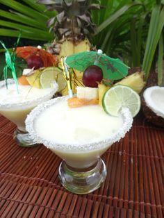 Une Piña Colada revisitée à la façon Paléo : sans alcool et sans sucre ! Trempez-y vos lèvres et vous serez transportés sous les tropiques...