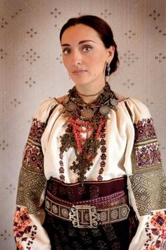 Заставнівські сорочки. » Таємна Січ - Україна Creative Embroidery, Folk Embroidery, Medieval Costume, Folk Costume, Ukraine, Costumes Around The World, Tribal Dress, Coral, Festival Wear
