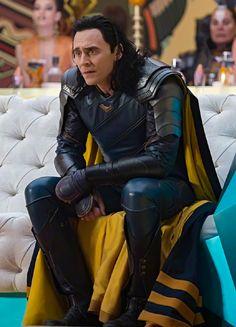 Tom Hiddleston as Loki in Thor: Ragnarok (2017). Full size image: https://wx1.sinaimg.cn/large/9b0571ebgy1fik7c6t2hmj21kw11vu14.jpg Source: Marvel on Weibo: https://m.weibo.cn/status/4140964283418015 Via Torrilla