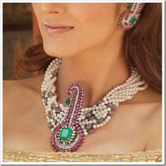 Google Image Result for http://fashioninyear.com/wp-content/uploads/2011/09/Trend-Fashion-with-Unique-and-Elegant-Jewelry.jpg
