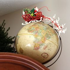 A holiday house tour with lots of Christmas decorating ideas, including many vin. A holiday house tour with lots of Christmas decorating ideas, including many vintage Christmas decorations and easy DIY projects. via houseofhawthornes. Retro Christmas, Christmas Love, Vintage Holiday, Winter Christmas, Christmas Ornaments, Christmas Cactus, Christmas Island, Christmas Vacation, Christmas 2019