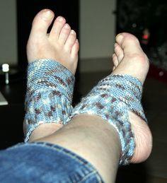 Ravelry: yoga sock # 1 pattern by Katherine Mills - Knitting Crotchet Socks, Crochet Slippers, Crochet Sandals, Crochet Woman, Crochet Baby, Toe Exercises, Flip Flop Socks, Crochet Classes, Yoga Socks