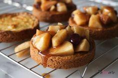 Deze luxe appelkoeken hebben een heerlijk gevulde koekbodem en zijn gemaakt met geweckte appeltaartvulling, maar je kunt ook verse appels gebruiken!