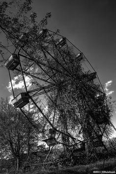 Lake Shawnee, West Virginia Abandoned Theme Parks, Abandoned Amusement Parks, Abandoned Houses, Abandoned Mansions, Derelict Places, Abandoned Places, Virginia Homes, West Virginia, Beautiful Sites