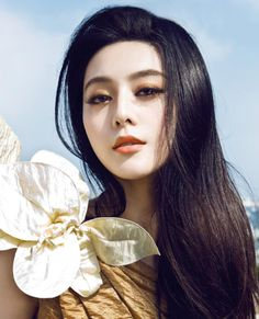 Fan Bingbing as Hope, the ship's healer and rumored witch.
