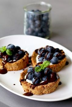 Oat tarts with mascarpone and blueberries, Healthy tarts, Gluten-free taa . Healthy Cake, Healthy Sweets, Healthy Dessert Recipes, Healthy Baking, Gourmet Recipes, Baking Recipes, Sweet Recipes, Happy Foods, Love Food