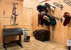 Saddle rack for cleaning, tile floor