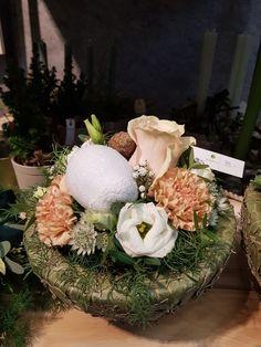 Table Decorations, Furniture, Home Decor, Flowers, Room Decor, Home Interior Design, Home Decoration, Interior Decorating, Center Pieces