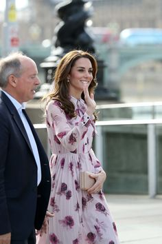 Kate Middleton Photos Photos - Catherine, Duchess of Cambridge attends the World Mental Health Day celebration with Heads Together at the London Eye on October 10, 2016 in London, England. - The Duke & Duchess OF Cambridge And Prince Harry Celebrate World Mental Health Day At The London Eye With Heads Together