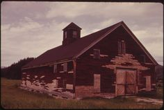 Barn in Bethel, on the Androscoggin River . Bethel Maine, Still Picture, Photo Maps, National Archives, Westerns, Old Things, River, Stock Photos, House Styles