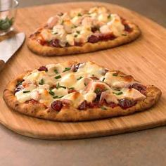 Flatbread pizza with barbecue sauce, caramelized onion, and gooey cheese makes for a delectable dinner.