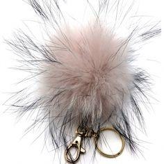 Schlüsselanhänger POM-POM aus Finraccoon rosa-grau, POM-POM Schlüsselanhänger rosa Hit-Piece Der kuschlige Pom-Pom Schlüsselanhänger aus Finraccoon in rosa zaubert einen romantischen Touch an Ihre Tasche.  Pelz erlebt zu Zeit ein Revival. Clippen wir den luxuriösen Anhänger an die Handtasche oder Schlüsselbund. Passt zu allen angesagten Looks! €39.00 Fashion, Fur, Handbags, Moda, Fashion Styles, Fashion Illustrations
