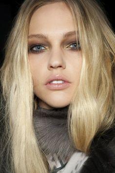Minimal + Classic: sasha pivovarova - beautiful makeup