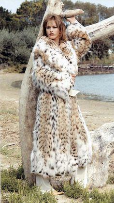 Lynx fur Add me, Pin it, Share it! Lynx, Fur Fashion, Winter Fashion, Fur Clothing, Fur Accessories, Fabulous Furs, White Fur, Mode Vintage, Fox Fur
