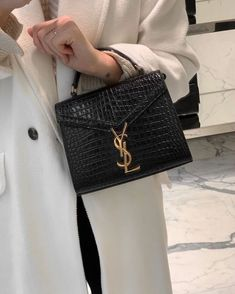 Louis Vuitton Designer, Michael Kors Designer, Louis Vuitton Handbags, Purses And Handbags, Dior Handbags, Burberry Handbags, Luxury Purses, Luxury Bags, Givenchy