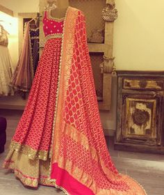 Haus Khas Lehenga Shopping Guide Gorgeous heavy pink gold dupatta with pink Anarkali dress. Red Lehenga, Anarkali Dress, Lehenga Choli, Sabyasachi, Anarkali Suits, Punjabi Suits, Bridal Lehenga, Sarees, Indian Gowns Dresses