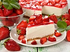 One of the most nostalgic strawberry desserts is strawberry icebox pie. What a great way to showcase summer berries at their peak of sweetness. Strawberry Cheesecake Cake, Strawberry Desserts, Cheesecake Recipes, German Chocolate Cheesecake, German Baking, Icebox Pie, Pecan Recipes, Healthy Chocolate, Sweet Cakes