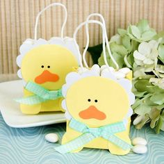 Your baby shower guests will feel like life is just ducky when you give them this adorable baby ducky favor bag! Baby Shower Gift Bags, Baby Shower Labels, Unique Baby Shower Favors, Baby Shower Prizes, Baby Shower Party Favors, Baby Shower Diapers, Party Favor Bags, Baby Shower Themes, Baby Shower Decorations