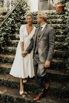 Modest Wedding Dresses With Sleeves, Civil Wedding Dresses, Vintage Style Wedding Dresses, Classic Wedding Dress, Tea Length Wedding Dresses, Mature Bride Dresses, Casual Wedding Dresses, Wedding Dress Simple, Formal Dresses
