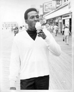 Marvin Gaye in Atlantic City Soul Singers, Marvin Gaye, Black Families, Family Matters, I Love Music, Motown, American Singers, Record Producer, Black People