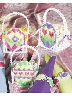 Quick Jelly Bean Baskets & Napkin Rings free plastic canvas pattern of the day from freepatterns.com 9/27/13