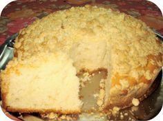 TORTA ALEMANA CON GRANULADO (STREUSEL KUERTEN) INGREDIENTES Para el bizcochuelo: 200g de azúcar 150g de manteca derretida 4...