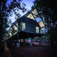 Galeria de Escola Pós-Desastre Bann Huay San Yaw / Vin Varavarn Architects - 22