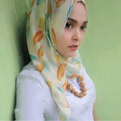 """""""Berhijab bukan sebuah alasan untuk tidak tampil sexy"""" Selamat malam semuanya.  Follow @husnavioga Keep healthy and sexy girl   #jilbab #jilboob #hijab #jilbabcantik #jilbabsexy #jilbabindonesia #cewekjilbab"""