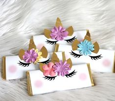Unicorn Candy Bars - Wrapped Hershey Bars with embellishments. Unicorn Candy Bars - Wrapped Hershey Bars with embellishments. Rainbow Unicorn Party, Unicorn Themed Birthday Party, 1st Birthday Parties, Unicorn Baby Shower, 242, Festa Party, Pony Party, Birthday Decorations, Baby Showers