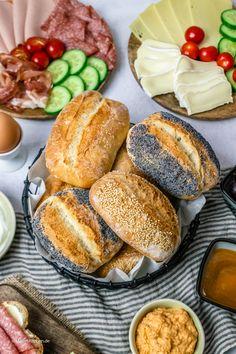 Crunchy breakfast rolls / wheat rolls like from the baker - Crispy breakfast rolls / wheat rolls - Breakfast Crockpot Recipes, Vegetarian Breakfast Recipes, Egg Recipes For Breakfast, Homemade Breakfast, Breakfast Desayunos, Clean Eating Breakfast, Pampered Chef, Le Diner, Savory Pastry