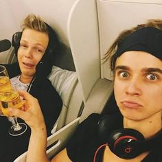Caspar Lee and Joe sugg. I love these 2 Markiplier, Pewdiepie, Caspar Lee, Joe Sugg, Buttercream Squad, Sugg Life, Bae, Watch Youtube Videos, British Youtubers