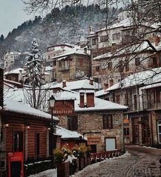The first snow fell in Metsovo and the landscape is dreamlike. Photo by Mountain Village, Snow Scenes, Acropolis, Destin Beach, Ancient Greece, Greece Travel, Athens, Old Photos, Beautiful Places