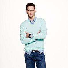 Slim cashmere V-neck sweater  För att spearmint är det nya svarta :)