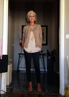Best Fashion Tips For Women Over 60 - Fashion Trends Mature Fashion, Over 50 Womens Fashion, Look Fashion, Autumn Fashion, Fashion Spring, Fashion Women, Fashion For Over 50, Pear Shape Fashion, Trendy Fashion