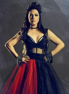 Amy Lee Evanescence, Emy Lee, Snow White Queen, Hot Brunette, Hayley Williams, Wedding Art, Female Singers, Gothic Girls, Gothic Beauty