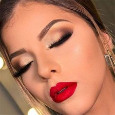 Trendy Makeup Looks With Red Lipstick For You; Stunning Makeup Looks; Red Makup Looks; noche 50 Trendy Makeup Looks With Red Lipstick For You - Page 39 of 50 Red Makeup Looks, Red Lipstick Looks, Red Lips Makeup Look, Makeup For Red Dress, Makeup Lips, Makeup For Red Lipstick, Bridal Makeup Red Lips, Glam Makeup, Natural Lipstick