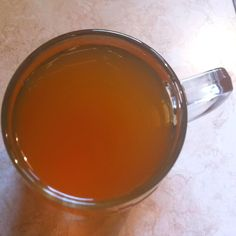 honey & lemon tea : 1 tsp honey, 1 tsp lemon juice, cup of black tea. THE BEST cure for a sore throat especially when made with love :) Cold Remedies, Homeopathic Remedies, Natural Health Remedies, Sore Throat Cure, Honey Lemon Tea, Smoothie Drinks, Smoothies, Ways To Stay Healthy, Juice Cup