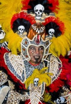MONTEVIDEO, URUGUAY febrero Un participante disfrazado de carnaval en el festival anual nacional de Uruguay, que se celebró en Montevideo