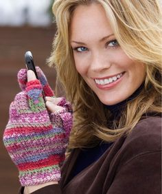Texting Gloves Crochet Pattern  Skill Level: Intermediate