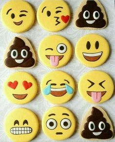 How cool to bake these cool emoji cookies with your kids! Or just buy simple cookies and start decorating. Iced Cookies, Cute Cookies, Royal Icing Cookies, Cupcake Cookies, Sugar Cookies, Cookies Et Biscuits, Meringue Cookies, Sugar Cake, Cookies Decorados