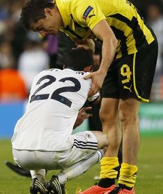 Real Madrid vs Borussia Dortmund Get up! I am not finshed yet! Real Madrid, Soccer Players, My Love, Sports, Borussia Dortmund, Football Soccer, Football Players
