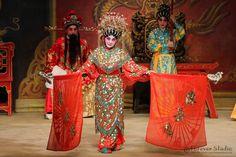 粵影心聲:『六國大封相』現時在神功戲可以欣賞到之外,偶爾也在戲院裡看到這粵劇傳統,非常珍貴的。圖為陳嘉鳴在六國大封相中推車一景。 http://www.facebook.com/CantoneseOpera.hk