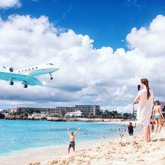 Nyt blogissa juttua Maho Beachista kaikkien lentokonebongareiden suosikkirannasta! Lennämme itse saarelle ylihuomenna joten täällä lisää kuvia vielä ensi viikolla.  Linkki blogiin profiilissa käy kurkkaamassa! (via Instagram)