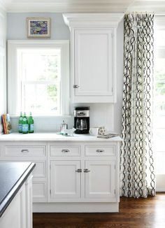 Muse Interiors - Sunny white kitchen design with blue walls paint color, white kitchen de casas interior decorators interior design Ikea Kitchen, Kitchen Decor, Kitchen Interior, Kitchen Ideas, Kitchen Nook, Kitchen Modern, Design Kitchen, Countertop Concrete, Countertops