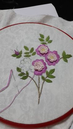 Hardanger Embroidery Tutorial This Pin was discovered by Ayn Brazilian Embroidery Stitches, Types Of Embroidery, Learn Embroidery, Hand Embroidery Designs, Ribbon Embroidery, Embroidery Patterns, Embroidery Patches, Hardanger Embroidery, Embroidery Techniques
